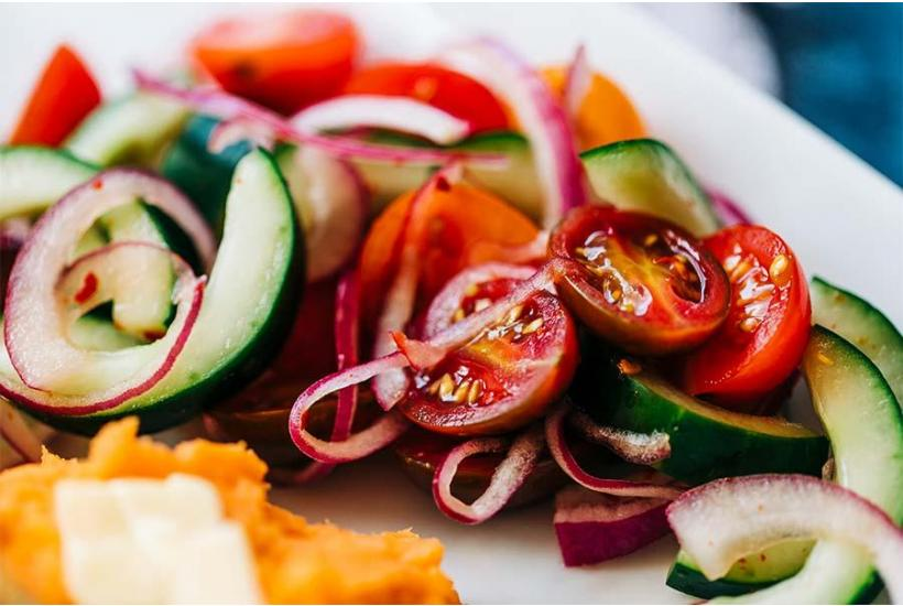 Recipe: Cucumber + Tomato Salad (makes 2 servings)